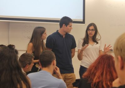 Studenten beim Vortrag im Rahmen von COLIBRI