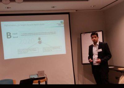 P. Khodabakhsh präsentiert das CORA-Projekt