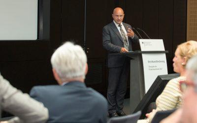 Förderbescheidübergabe durch Staatssekretär Rainer Bomba
