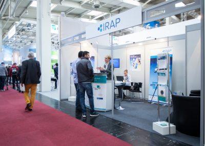 Projektleiterin B. Schmigotzki am BIC-IRAP Stand auf der CeBIT in Hannover