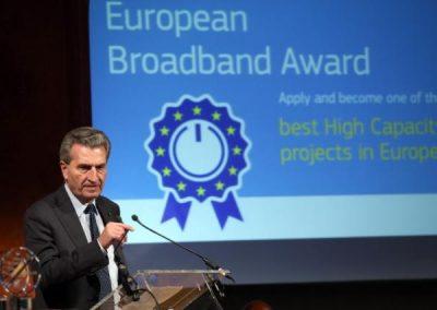 EU-Kommissar Günther H. Oettinger spricht bei den European Broadband Awards 2016