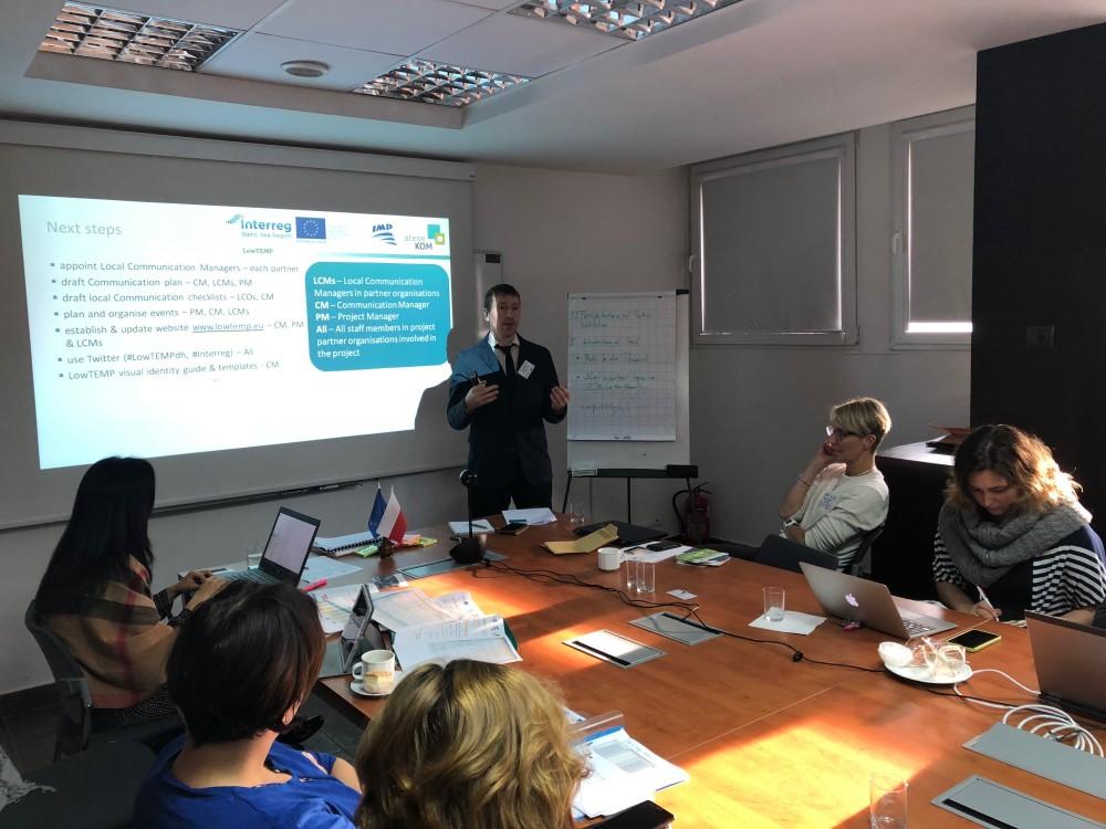D. Valiucko (Communication Manager, atene KOM GmbH) beim Vortrag zum Kommunikationsmanagement bei der Kick-off-Veranstaltung von LowTEMP in Danzig, Polen.