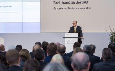 Bundesminister Schmidt übergibt 375 Millionen Euro Fördermittel für Breitbandausbau