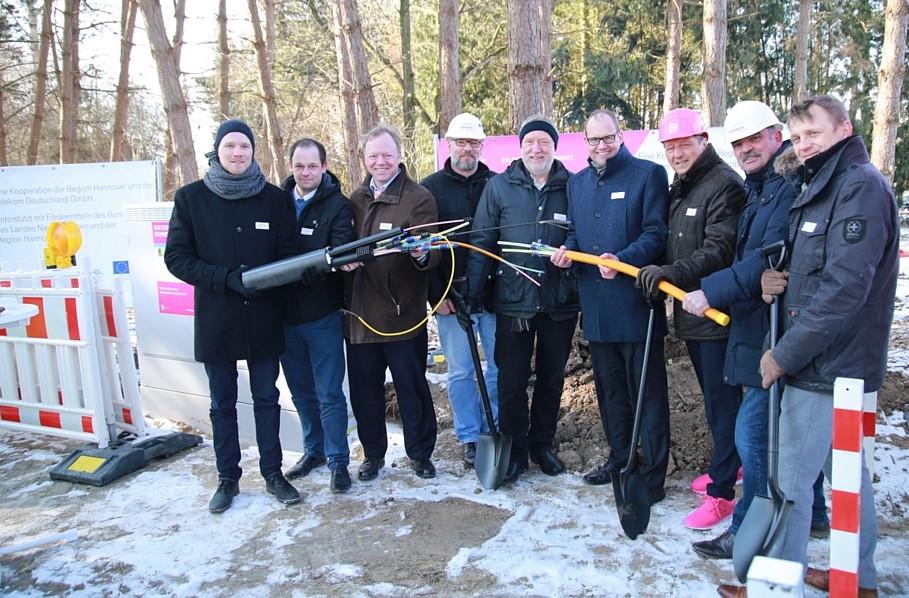 Spatenstich in Neustadt-Hagen – 13 Kommunen verfügen bald über schnelles Internet