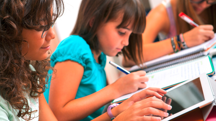Neues Fachdossier zum Thema 'Digitale Bildung' veröffentlicht