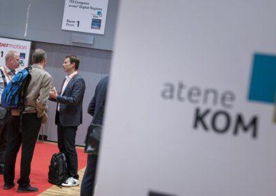 Besucher stehen am 21.11.2018 auf der Hypermotion in Frankfurt vor den Konferenzräumen.