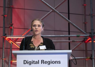 Madeline Langlois (EIfI - European Institute for Innovation) spricht am 21.11.2018 auf der Konferenz Digital Regions der Hypermotion in Frankfurt.