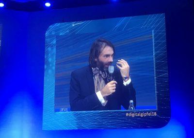 Cédric Villani (Mathematiker und Mitglied der französischen Nationalversammlung) spricht auf dem Digital-Gipfel 2018, Nürnberg, 4. Dezember 2018