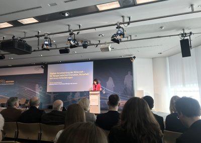 Christin Eisenschmid (Managing Director, VP und General Manager, Intel Deutschland) spricht beim Digital-Gipfel 2018. Nürnberg, 3. und 4. Dezember 2018.