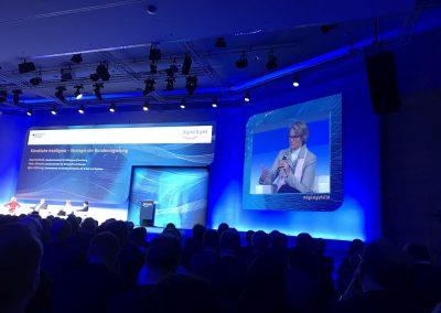 Anja Karliczek (Bundesministerin für Bildung und Forschung) spricht auf dem Digital-Gipfel 2018. Nürnberg, 4. Dezember 2018