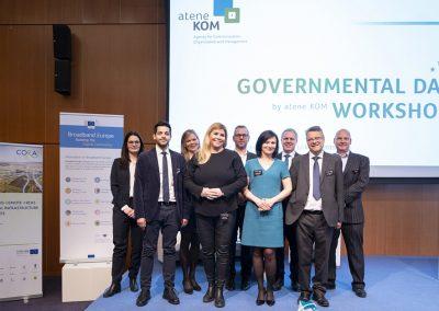 Gruppenbild der Referenten des Governmental Day Workshop am 12/03/2019 in Amsterdam im Rahmen der FTTH Conference 2019 für ein Foto. Foto: atene KOM / Florian Schuh