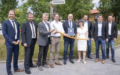 Breitband für Gewerbegebiet in Ruderting – Bundesverkehrsminister Scheuer übergibt Förderbescheid