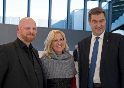 © atene KOM/Florian Schuh: Tim Brauckmüller, Geschäftsführer atene KOM; Markus Söder, Ministerpräsident Bayerns und Dr. Juliane Thimet, Direktorin des Bayerischen Gemeindetags